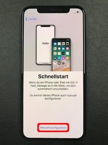 """Bei der Einrichtung im Schnellstart-Bildschirm auf """"Manuell konfigurieren"""" tippen"""