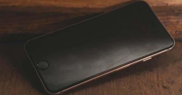 Altes iPhone auf Boden