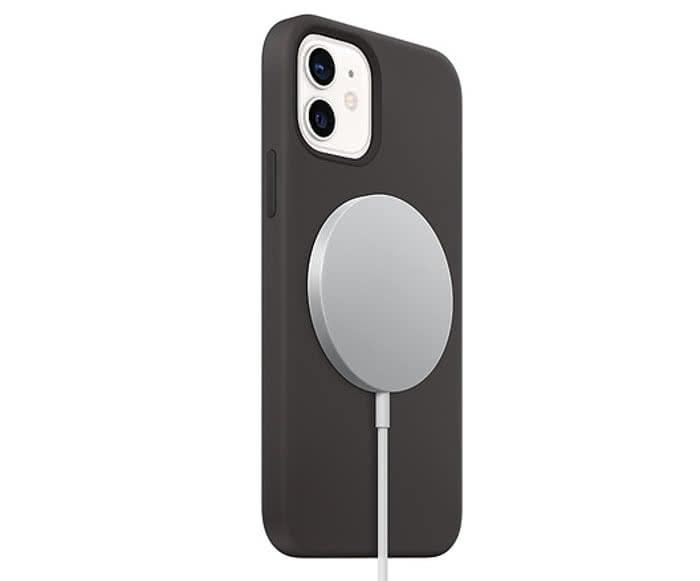 iPhone 12 mit MagSafe-Ladegerät