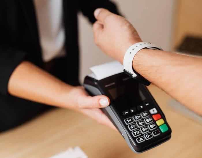 Mit Apple Pay auf der Apple Watch bezahlen